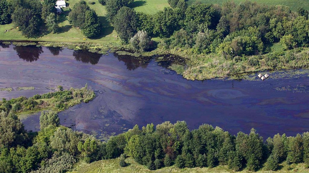 overview of kalamazoo river with oil spill